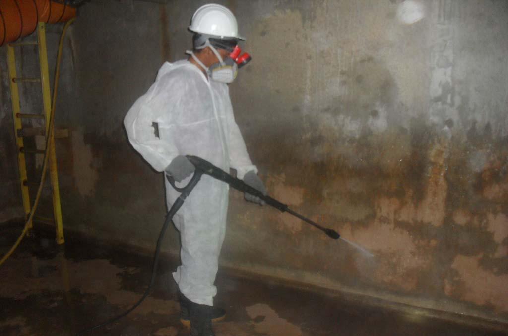 خبراء تنظيف الخزانات